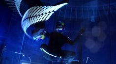 After Dark: Indoor-Skydiving mit LED Suits