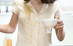 Remove Tea Stains soak in a solution of borax and warm water for 30 minutes before adding laundry detergent and rinsing it off as usual. Borax Cleaning, Cleaning Hacks, Borax Uses, Hard Water Spots, Borax Powder, Healing Oils, Coffee Staining, Cleaning Tips, Vape Tricks