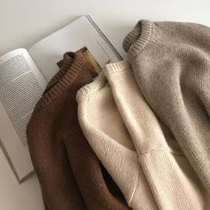 brown_aesthetic Passionate about Unique Colors & Positive Attitude? me for Cool Beige Decorations! Sweater Weather, Mode Cool, Look Fashion, Womens Fashion, 90s Fashion, Aesthetic Fashion, Catwalk Fashion, Ulzzang Fashion, Fashion Moda