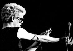 Lou Reed shoots 'Heroin' onstage in Houston, 1974 | Dangerous Minds