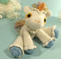 Ten free crochet patterns to make horses, ponies, and even a horse motif tapestry purse and a crocheted unicorn. Crochet Unicorn Pattern, Crochet Horse, Crochet Toys Patterns, Amigurumi Patterns, Amigurumi Doll, Stuffed Toys Patterns, Crochet Animals, Doll Patterns, Crochet Gratis