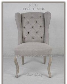 """Louis vingestol fra #classicliving. Farge: """"greige"""" med sølvnagler og sølvring på ryggen.  Er ikke denne lekker? Passer utmerket til både sorte / grå og lyse møbler.  Vi har en fantastisk intro pris på denne stolen til kr 2300-/ stk. Les mer her: http://ift.tt/1qiePzw"""