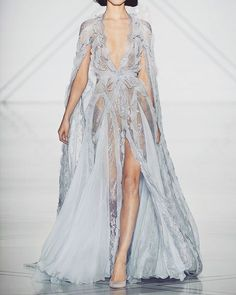 @ralphandrusso Haute Couture Spring/Summer 2017. #fashion #model #dress #gown #hautecouture #couture #highfashion #runway #fashionweek #ss17 #ss2017 #post #ralphandrusso #beautiful #gorgeous #perfect #lovethis #runway #couturefashion #2017 #weekend...