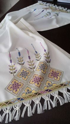 This Pin was discovered by Mih Cross Stitch Rose, Cross Stitch Borders, Cross Stitch Designs, Hardanger Embroidery, Embroidery Art, Cross Stitch Embroidery, Embroidery Patterns Free, Embroidery Designs, Knitting Patterns