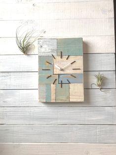 西海岸スタイル掛け時計103 | ハンドメイドマーケット minne Kitchen Wall Clocks, Wall Clock Design, Thing 1, Gifts For Office, Modern Design, Metal, Frame, Creative, Clock Decor