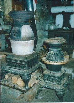 Tiny Wood Stove, Antique Stove, Stoves, Survival, Antiques, Painting, Cast Iron, Eat, Interior