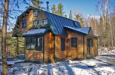 A dumpy old house was transformed into a family's ski cabin in Vermont's Green Mountains. It now has one bedroom and a sleeping loft in 850 sq ft. Vermont, Ideas De Cabina, Bungalow, Gambrel Roof, Getaway Cabins, Tiny House Cabin, Farm House, Cabins And Cottages, Chalets