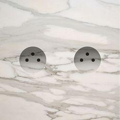 Modern marble plug-sockets by Van Den Weghe Detail Architecture, Interior Architecture, Interior And Exterior, Living Style, Casa Milano, Interior Decorating, Interior Design, Wall Patterns, Contemporary Interior