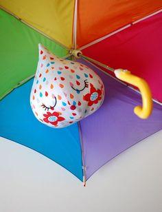 Esta simpática almofada pingo de chuva pode ter as cores, as estampas ou os enfeites que você preferir (Foto: we-are-scout.com)