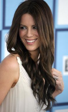 Résultat d'images pour kate beckinsale Beautiful Celebrities, Beautiful Actresses, Most Beautiful Women, Pearl Harbor, Kate Beckinsale Pictures, Jenifer Aniston, Kate Hudson, Brunette Hair, Up Hairstyles