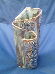 Custom Handbuilt Pottery Wave Vase by KimCreations Hand Built Pottery, Slab Pottery, Pottery Vase, Ceramic Pottery, Clay Art Projects, Ceramics Projects, Clay Crafts, Pottery Designs, Pottery Ideas
