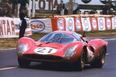 Le Mans 1967 - Ferrari 330 P4 #0858 n*21 - Ludovico Scarfiotti-Mike Parkes - Scuderia Ferrari - Classée 2ème