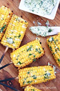 Grilled Corn with Basil Butter: Fresh corn on the cob is grilled to perfection and slathered in herbed basil butter. The perfect summer side! Braai Recipes, Corn Recipes, Keto Recipes, Recipies, Dinner Recipes, Healthy Recipes, Linguine, Paella, Oreo