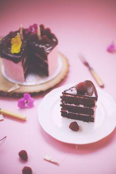 raspberry brownie cake
