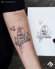 inspirational tattoos Searching for some cool Harry Potter tattoos? You're in the right place! With our magical designs, Harry Potter will forever live in your heart. Hp Tattoo, Wand Tattoo, Tiny Harry Potter Tattoos, Harry Tattoos, Cute Tattoos, Body Art Tattoos, Tatoos, Hogwarts Tattoo, Harry Potter Tattoos