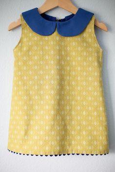 A-line dress with a peter pan collar instruções aqui: http://smalldreamfactory.blogspot.nl/2012/09/toddler-dress-with-peter-pan-collar.html