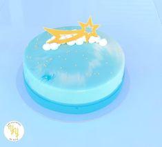 Pour ce dessert de Noël, je voulais vous amener dans les nuages avec des étoiles filantes. Cet entremets est composé: - d'un streusel amande/orange - d'une crème d'amande moelleuse - d'un crémeux agrumes - d'un confit de mandarine - d'une mousse amande/fleur d'oranger Thing 1, Blog, Birthday Cake, Julien, Mousse, Desserts, Pie, Sweet Night, Custard
