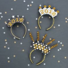 Cute new year's eve decoration ideas - NYE party ideas - how to make photo booth props - easy NY Diy Party Hat Headband, Diy Party Hats, New Years Eve Day, New Years Party, New Year's Eve Celebrations, New Year Celebration, New Year Props, New Years With Kids, How To Make Photo