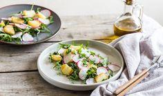 Receptů na velikonoční nádivky je mnoho, ale jedno mají společné – hodí se k nim osvěžující zeleninové saláty jako příloha. Pokud se chystáte na velikonoční hodování, ať už v podobě nádivky nebo pečínky, osvěžující salátek vám jistě přijde vhod. #priloha #salat #prilohovysalat #coknadivce #velikonoce #velikonocnihody Potato Salad, Potatoes, Ethnic Recipes, Food, Potato, Essen, Meals, Yemek, Eten