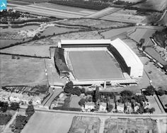 Part of the Aerofilms collection found on the Britain from Above site. Twickenham Stadium, St Margaret, Old London, Local History, Vintage Pictures, Rugby, Cricket, 1920s, Recovery