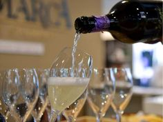 A person pours a glass of Prosecco on April 10, 2016 during the 50th edition of the Vinitaly wine exhibition in Verona.