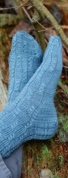Complect (plus giveaway): Lovely new sock pattern out, plus a giveaway for the delightful yarn used in them.