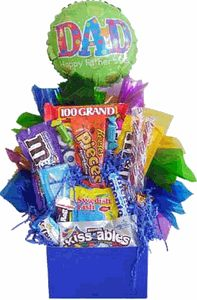 Father's Day Candy Basket Goodie Basket, Gift Baskets, Candy Centerpieces, Dad Day, Candy Bouquet, All Gifts, Mother And Father, Event Planning, Fathers Day