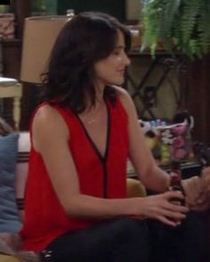 Robin's red top with black trim on How I Met Your Mother.  Outfit Details: https://wornontv.net/5720/ #HIMYM
