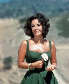 Liz : What an unbelievably beautiful woman.