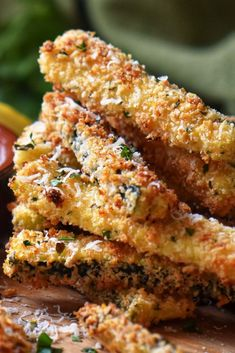 The Zucchini can star in so many ways! Are you looking for some quick, easy, and healthy zucchinis recipes? Don't miss this! #Zuccini #zuccinirecipes #healthyrecipes #breakfatsrecipes #dinnerrecipes #lunchrecipes #quickandeasyrecipes Baked Zucchini Sticks, Zucchini Chips Recipe, Bake Zucchini, Zucchini Bread Recipes, Healthy Zucchini, Healthy Foods, Cooking Recipes, Veg Recipes, Easy Recipes