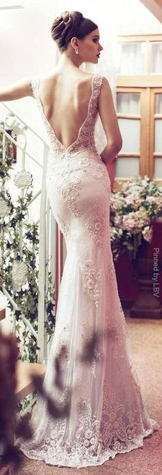 Riki Dalal mermaid style vintage wedding dress. #Lace Wedding Gowns :: Aisle Perfect
