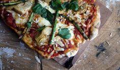Vegetarian artichoke and asparagus pizza Asparagus Pizza, Artichoke, Vegetable Pizza, Vegan Recipes, Vegetarian, Vegetables, Kitchen, Food, Artichokes
