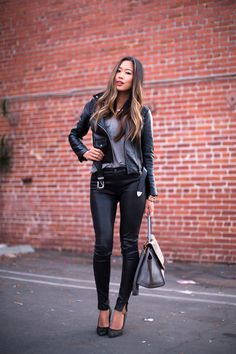 Leather jacket and leather pants style женщина Leather Pants Outfit, Leather Trousers, Leather Jackets, Womens Fashion For Work, Look Fashion, Fashion Over 50, Street Fashion, Fashion Edgy, Fashion Black