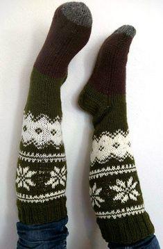 kirjoneulepolvisukat, novita 7 veljestä, ohje Fingerless Gloves, Arm Warmers, Socks, Fingerless Mitts, Sock, Fingerless Mittens, Stockings, Ankle Socks, Hosiery