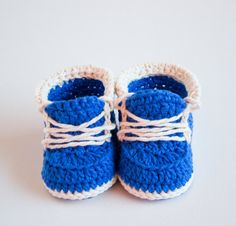 LITTLE RUNNERS Crochet Baby Booties Baby Shoes by CrobyPatterns