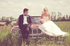A must-see list of Canada's 25 Most Inspiring Wedding Photographers! Top Photographers, Best Wedding Photographers, Wedding Pics, Wedding Shoot, Wedding Ideas, Lodge Wedding, Rustic Wedding, Photography Poses, Wedding Photography