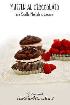 http://www.conunpocodizucchero.it/2017/05/muffin-al-cioccolato-con-ricotta-montata-e-lamponi.html