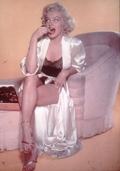 Marilyn Monroe wanted to generate more publicity than her screen rival Elizabeth Taylor