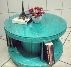Mesa de centro feita com carretel de fio