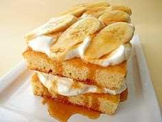 :pastry studio: Banana Cream Cake with Cinnamon Caramel Syrup - Bake Sale Possible Recipes - Funnel Cake Cinnamon Cake Recipes, Dessert Cake Recipes, Easy Desserts, Food Cakes, Cupcake Cakes, Cupcakes, Banana Cream Cakes, Breakfast Cake, Free Breakfast