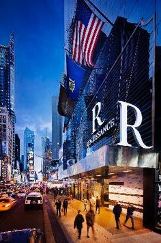 Renaissance Times Square New York - Location. Location, Location! Spacious rooms. unbelievable views, and top notch staff make this our go to accomodation in NYC.
