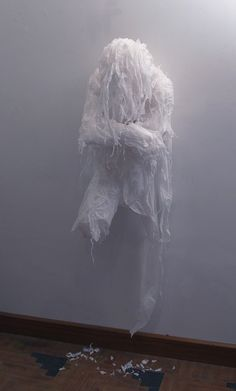 myedol:  Khalil Chishtee created a series of life size figures using trash bags, un-used grocery bags and plastic sheets. Each figure is pac...