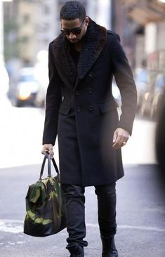 business mens fashion which look gorgeous. Fashion Mode, Look Fashion, Mens Fashion, Street Fashion, Fashion Photo, Mode Masculine, Men's Grooming, Old School Style, Fur Coat Fashion