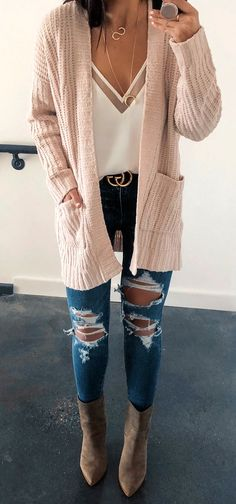 2c43bb9b4 30+ Fantastic Spring Outfits That Always Looks Fantastic.  spring  outfits  beige cardigan