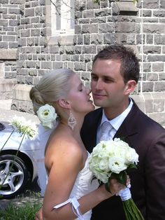 What a gorgeous couple and the bride's lisianthus hair arrangement is lovely. Contact: floralology@yahoo.com.au