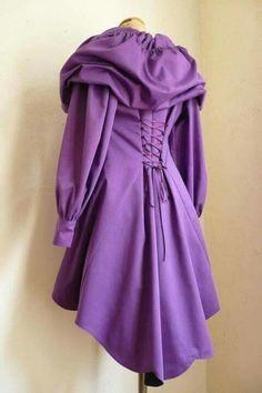 Trench violet capuche conte de fées                                                                                                                                                                                 Plus