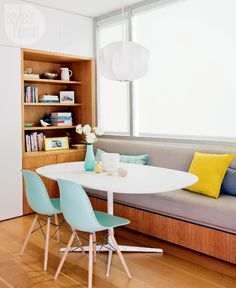 Mid-Century Modern eat-in area Cozy meets modern in this minimalistic West Coast family home - Modern Chair - Ideas of Modern Chair Mid Century Dining Chairs, Modern Dining Chairs, Mid Century Furniture, Living Room Chairs, Dining Table With Bench, Dining Nook, Best Kitchen Design, Trends 2018, Modern House Design