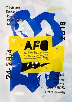 Plakát - průhledná fólie, foceno pod vodou.