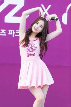 cute love sign discovered by baeby on We Heart It Kpop Girl Groups, Kpop Girls, Japan Girl, K Idol, Beautiful Asian Girls, Ulzzang Girl, Cute Love, Poses, South Korean Girls
