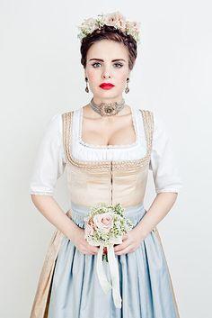 Lena Hoschek Dirndl & Trachtenmode - DirndlKaufen.com German Costume, German Women, Aesthetic Fashion, Traditional Dresses, The Dress, Wedding Bells, Winter Outfits, What To Wear, Flower Girl Dresses